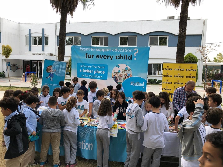 DÜNYA ÇOCUK HAKLARI GÜNÜ KAPSAMINDA UNICEF VE DÜNYA EDUCATION TARAFINDAN ''GO BLUE'' ETKİNLİKLERİNE ÇAĞ KOLEJİ EV SAHİPLİĞİ YAPTI.